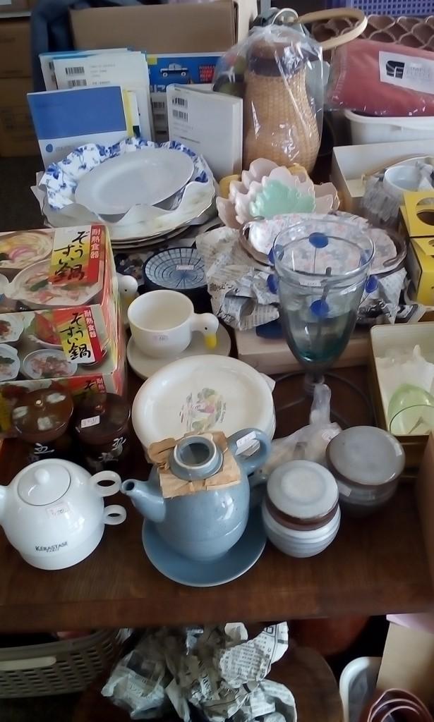 たくさんの雑貨や食器類